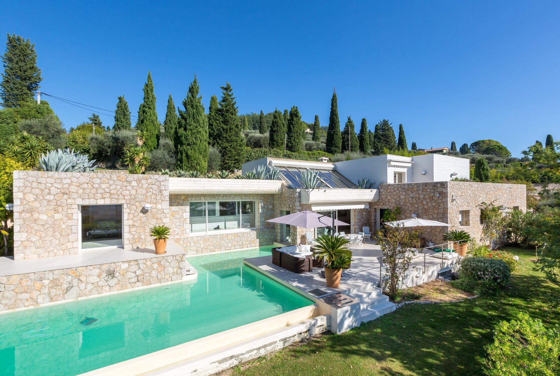 ad sale property grasse 06130 7 rooms ref v2400va. Black Bedroom Furniture Sets. Home Design Ideas