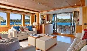 Seasonal rental Motor Yacht Cannes