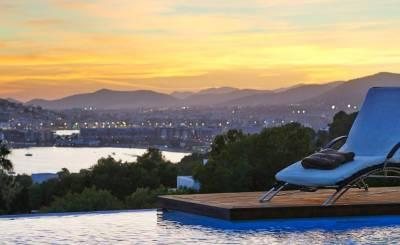 Seasonal rental Villa Cala Tarida